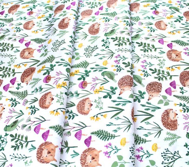 Clothworks Woodland Wander Y2591-1 Hedgehog White