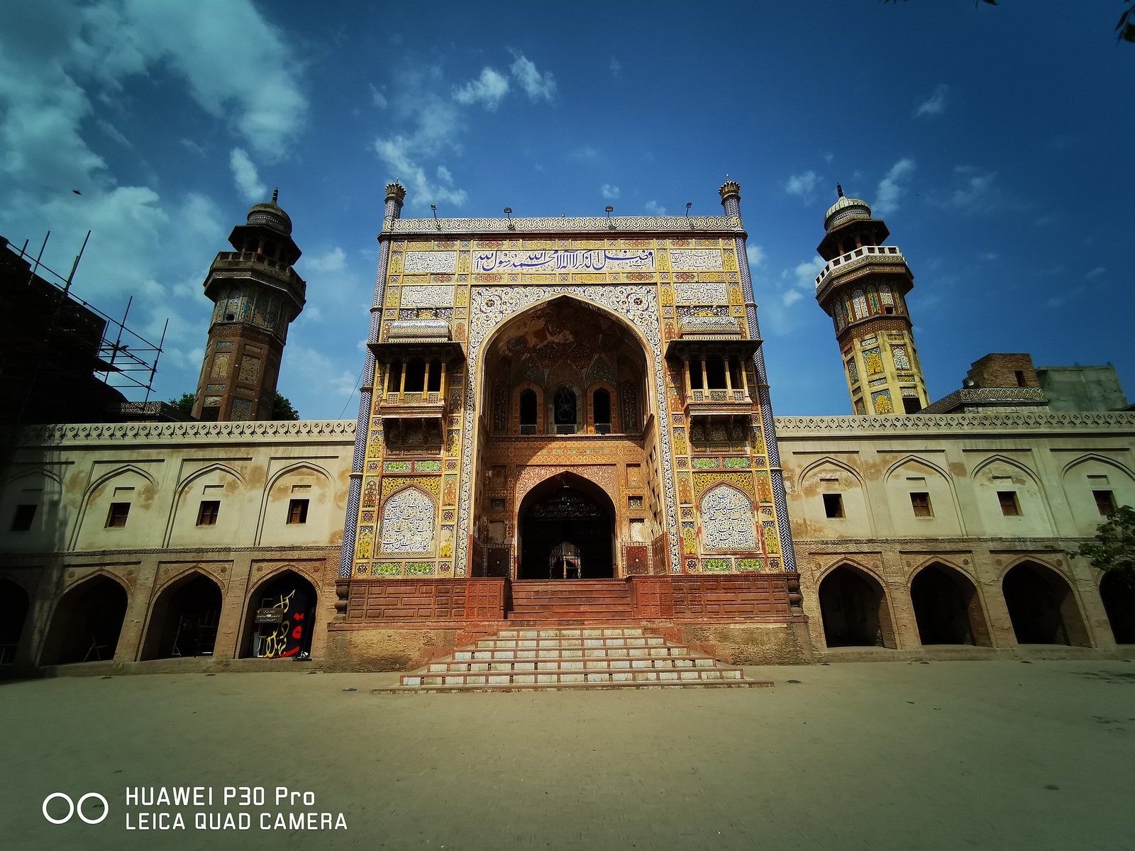 Wazir Khan Mosque Entrance Picture with Ultra Wide Angle Lens on Huawei P30 Pro