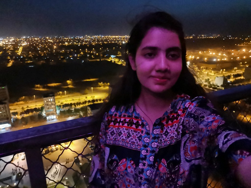 Selfie at night with auto mode on Huawei P30 Pro