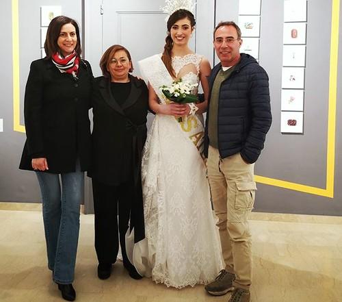 1   Gianna Sgherza, Angela Antonicelli e Gianfranco Nicastri di Nartist con la vincitrice Elisa Termite