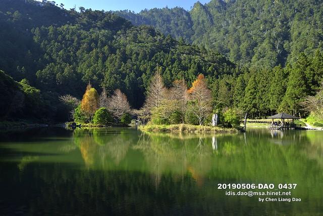20190506-DAO_0437 秋天森林湖景的顏色