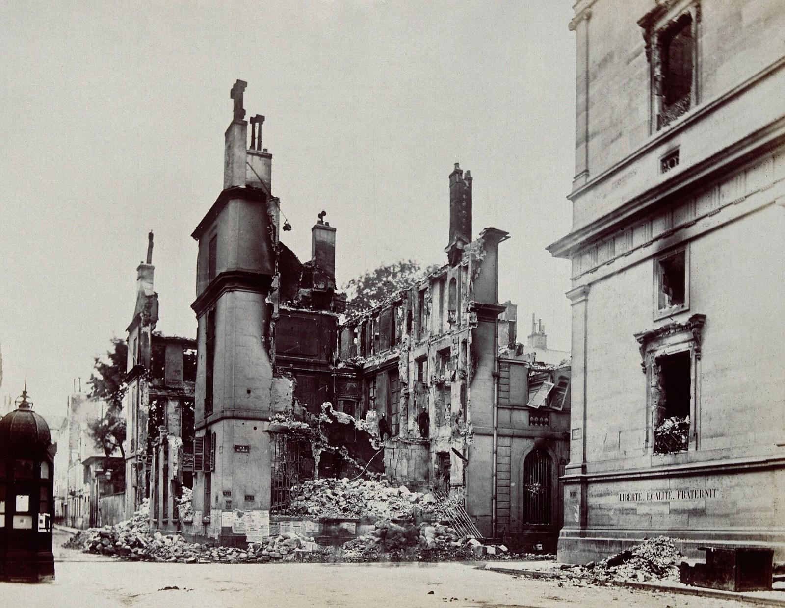 09. 1870. Поврежденные здания на улице Лилль в Париже во время франко-прусской войны