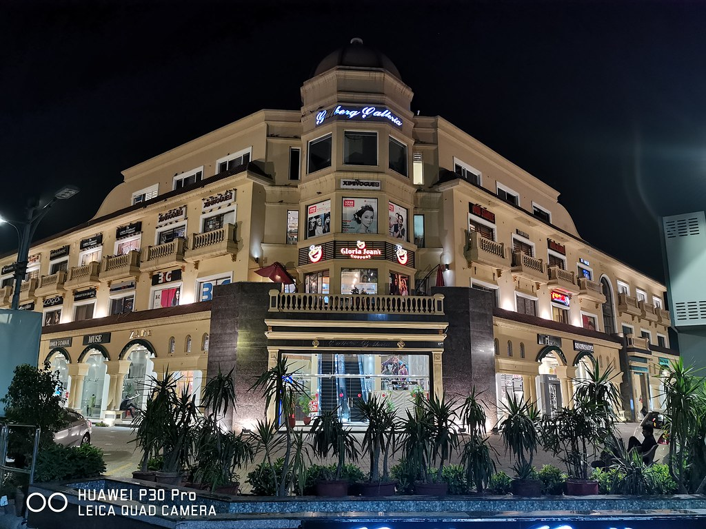 Gulberg Galleria Picture with auto mode on Huawei P30 Pro