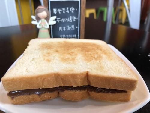 晨食貝可的巧克力吐司,吐司特別採用自家烘焙坊出品的吐司,柔嫩不咬口