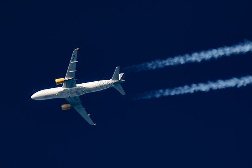 Vueling Airbus A320-214 EC-JZI | by Thames Air