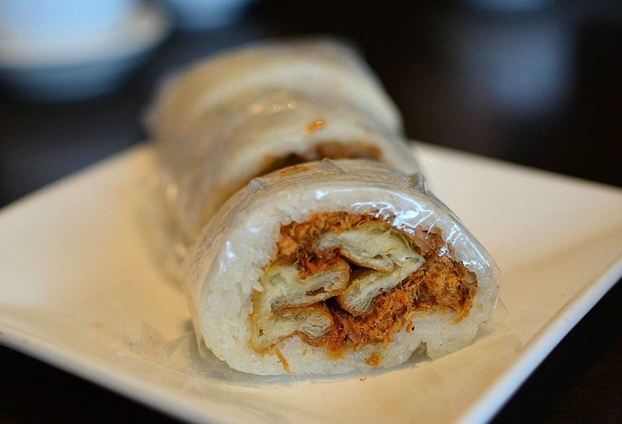 Taiwanese Stuffed Sticky Rice Roll