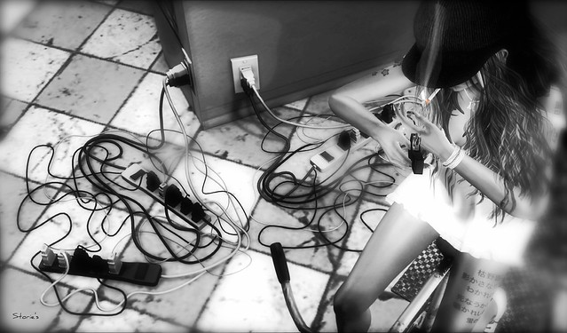Why hide Your Wires? (by:GlitterPrincess Destiny ~Storie's~