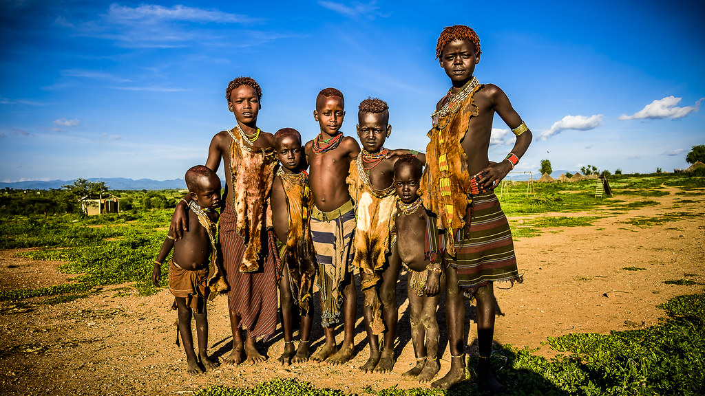 Niños en poblado Hamer
