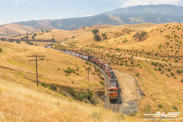 BNSF 6914 - Downhill at Tunnel 2