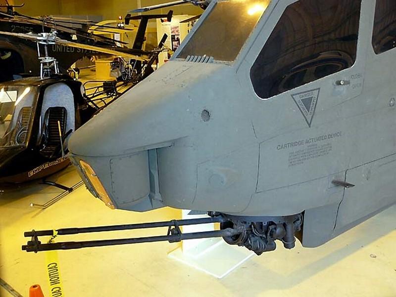 Bell AH-1F Cobra Gunship 00022