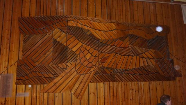 1985 Berlin-O. Holzskulptur von Norbert Pohl nach dem Gedicht Das Lied vom Sturmvogel von Maxim Gorki 1901 im Pionierpalast Ernst Thälmann Straße zum FEZ in 12459 Wuhlheide
