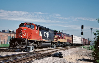 CN 5271 in Franklin Park, Illinois on June 10, 2000.