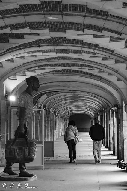 les déambulations photographiques d'un promeneur solitaire place des Vosges-0155