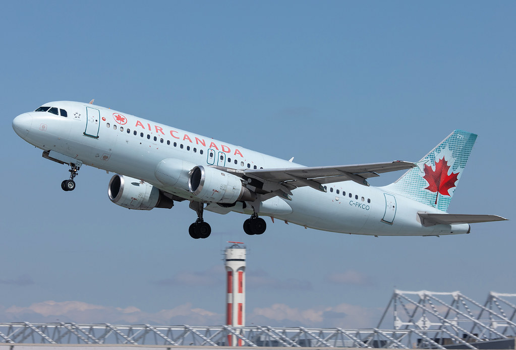 Climbing out of RWY24L bound for Toronto YYZ. Delivered 02/1992.