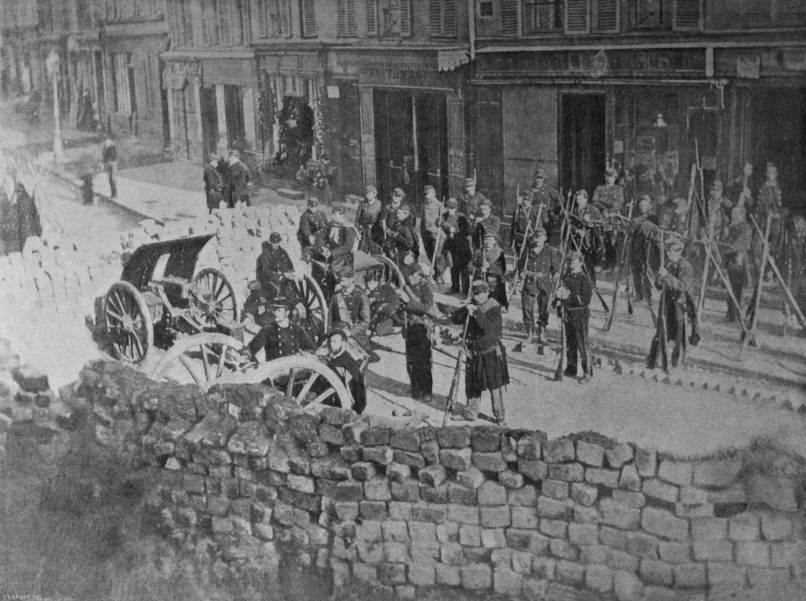 1871. Баррикада на улице Абессес перед битвой в мае 1871 года на Монмартре