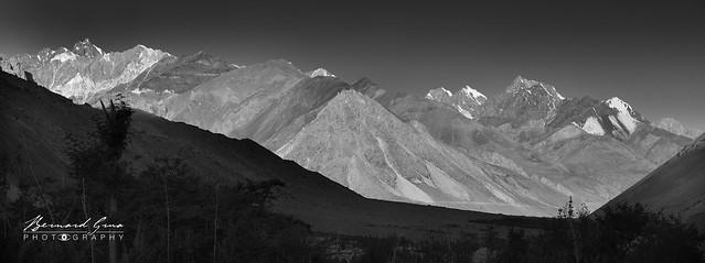Zoodkhun, les rayons du soleil descende dans la vallée de Chapursan Photo Bernard Grua