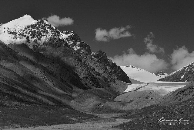 Glacier au col de Kunjerab (4 693 m) sur la Karakoram Highway Photo Bernard Grua