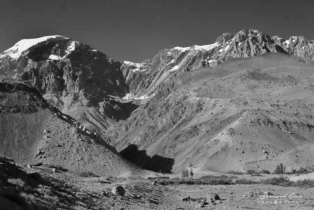 Barrière de montagnes au sud, Zood Khun, Vallée Chapursan