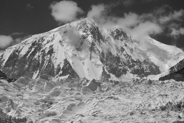Glacier et pic de Passu (Passu Sar) , 7 478 m Photo Bernard Grua