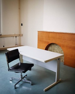 'Interrogation room?' - @see.u.brussels #Brussels #Belgium #architecture #police #rijkswacht #gendarmerie #Seeu #ixelles #urbex #samsung #minimalistic #minimal #minimalzine #chair #welovebrussels #visitbrussels #hellhole | by Ronald's Photo Factory - www.ronaldgiebel.eu