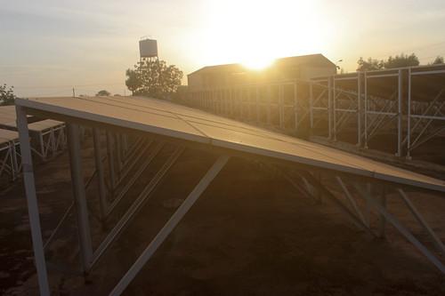 Centrale hybride photovoltaïque/diesel de la société Énergie du Mali (EDM-SA) à Ouéléssébougou