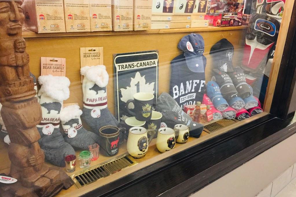 banff-souvenirshop
