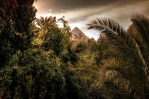 thewolfseye egypt aegypten giza gizeh greatpyramid grossepyramide cheopspyramide pyramidofkhufu atlantis antediluvian calendarshot fantasy fantasie