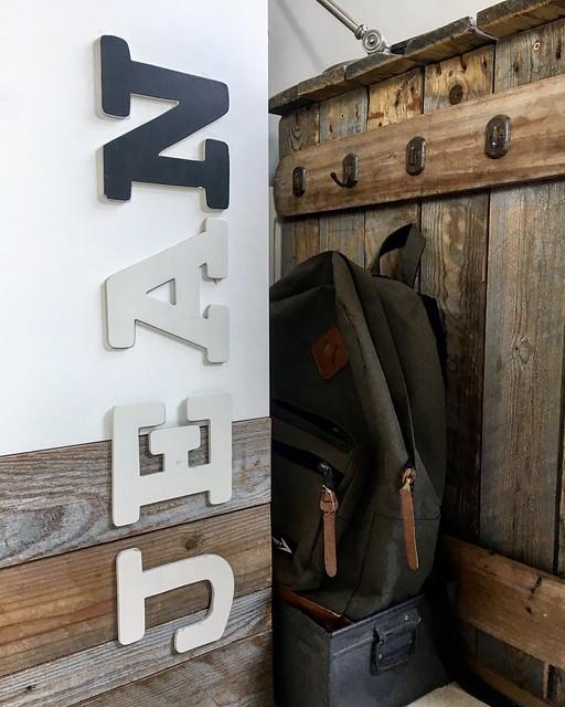 Steigerhouten letters kast jongenskamer