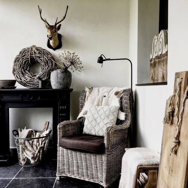 Zwarte schouw rieten stoel hert aardappelmand berenklauw