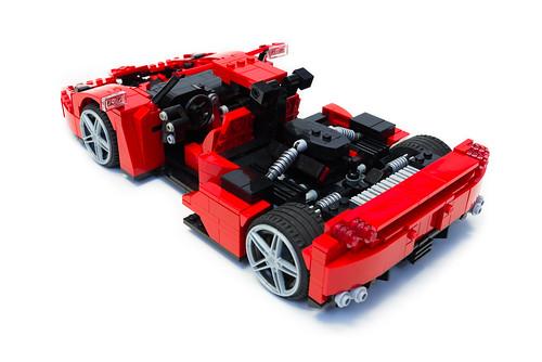 Enzo Ferrari 1:16 (24)