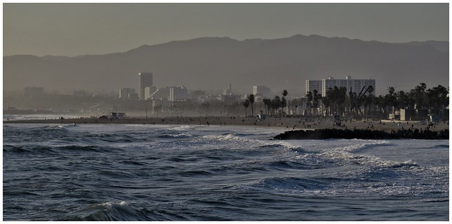 Looking north towards Santa Monica, @ Venice Beach Pier, California
