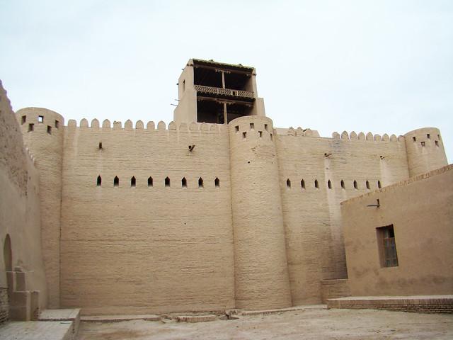torre de vigilancia muralla y torres interior ciudadela fortificada Kunya-Ark Jiva Uzbekistán 07