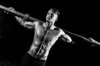Fitness Shooting Mann Muskeln Schwarzweiss Body