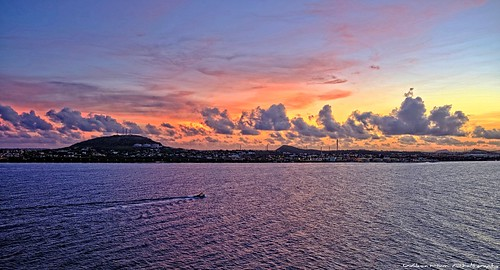 wilsonhumphotography fujifilm fujifilmxseriescameras fujifilmxt20 fujinon fujinonlensxf1855mmf284rlmois fujifilmxf1855mmf284ois fujinonlens curaçao willemstadcuraçao sunrise sunrises cruising cruiseships cruisinglife cruiseport cruiselife caribbeansea princesscruises royalprincess