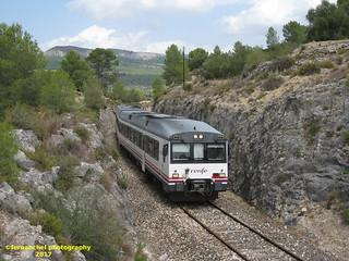 Tren de media distancia de Renfe (Línea Xàtiva-Alcoi) a su paso por BELLUS (Valencia)