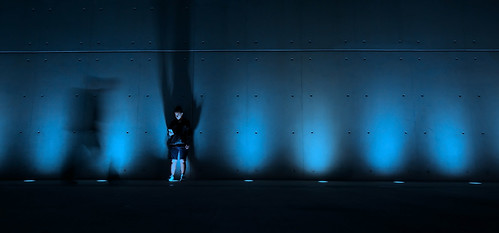 snfccstavrosniarchosfoundationculturalcentre blue lights life woman cellphone smartphone shadows ef1635f4lisusm canoneos5dmarkiii wideangle streetlife streetphotography lady man motion nightlights ghost