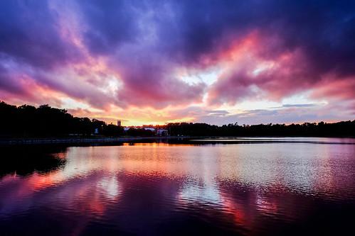 brighton boston chestnuthillreservoir water sunset fujifilm velvia massachusetts unitedstates us fringer effx