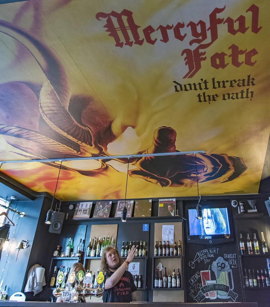 Zeppelin Rock Bar interior