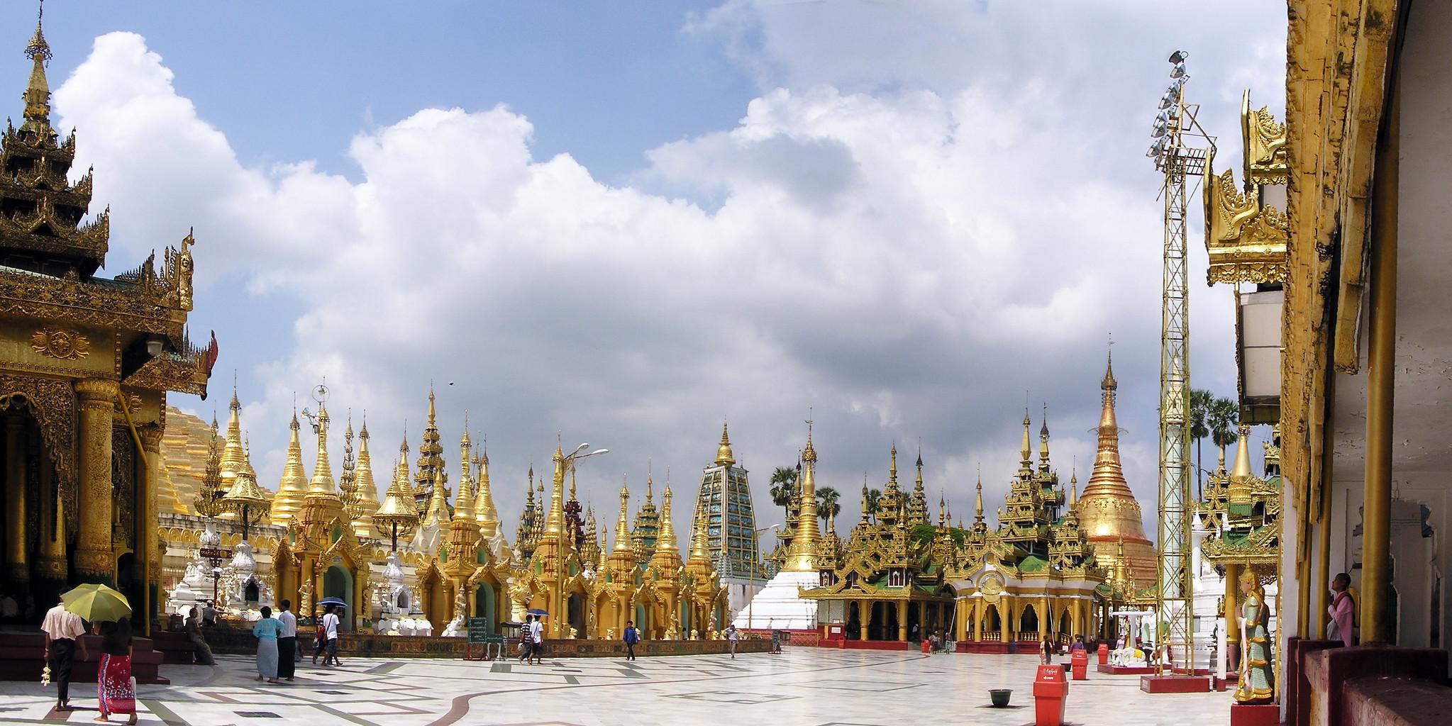 pagodas y templos en conjunto Shwedagon Yangon Myanmar Birmania