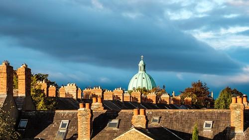 sonnenaufgang sunrise licht light dächer roofs gebäude city architecture architektur kamin chimney dublin irland ireland color xt2 rainer❏