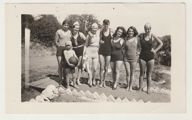 Vintage 1930s Snapshot : Beach Family