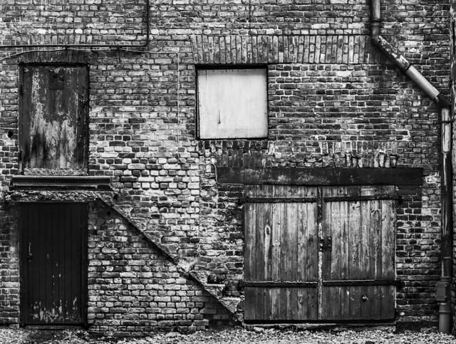 iekšpagalma siena   /   inner yard wall