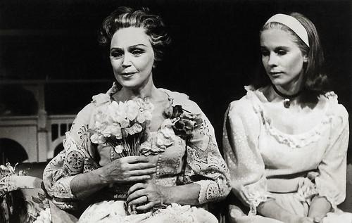 Bibi Andersson and Inga Tidblad in Glasmenageriet (1965)