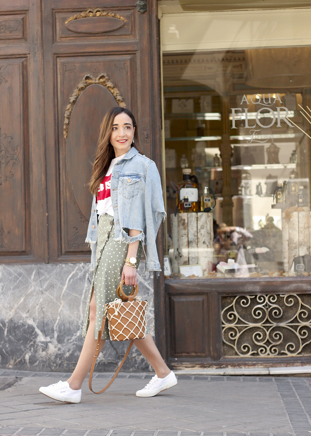 midi polka dots skirt denim jacket levis tshirt superga sneakers street style casual outfit spring 20196