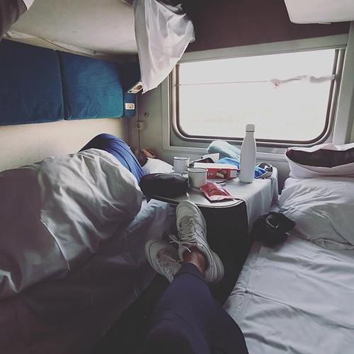 沒帶咖啡,只有純白保温瓶裝滿熱水,配朱古力餅,暖哄哄的待在臥舖房,任由時間滴答滴答,看著窗外景色瞬間溜走,很奢侈的時刻。 【浪遊旅人】http://bit.ly/1zmJ36B #bacpackerjim #ontheway #sleeper #compartment #bed #train #railway #station #baikal #lake #о́зеро #Байка́л #irkutsk #Ирку́тск #russia #россия | by 浪遊旅人 BackpackerJim