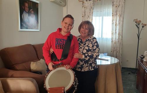 Feliz con su tambor. Abril 2019