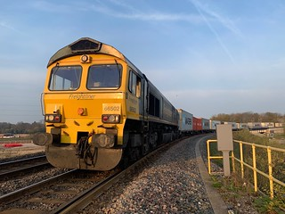 Freightliner Liveried 66502 stands on the Bacon Factory Curve awaiting signal on 4L40 0250 Doncaster-Felixstowe North FLT. 16/04/19. | by johnsmillie