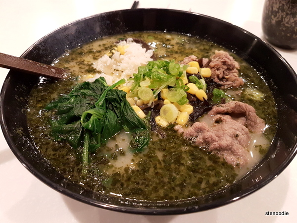 rice in basil soup with sliced beef and spinach