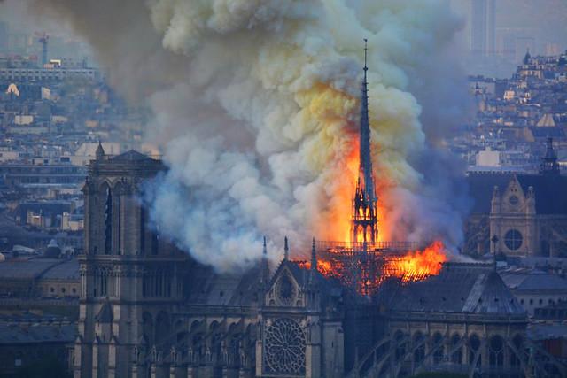 Hỏa hoạn tại nhà thờ Đức Bà Paris ngày 15/4/2019