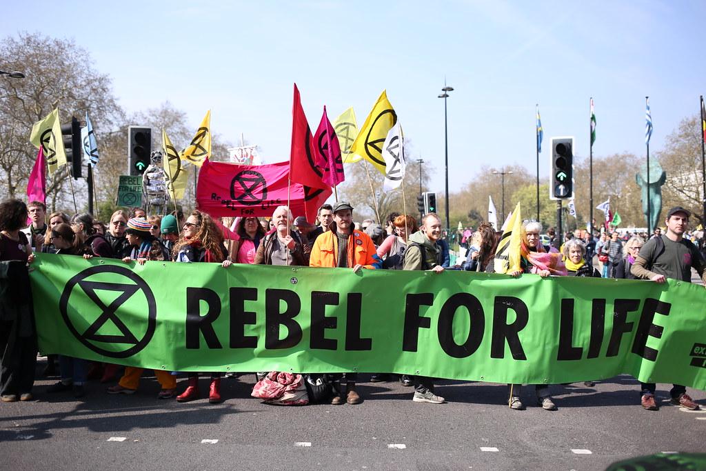 英國氣候團體「反抗滅絶」15日發起大規模抗議。圖片來源:Extinction Rebellion